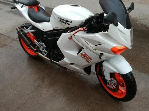 Moto Hyosung gt650r